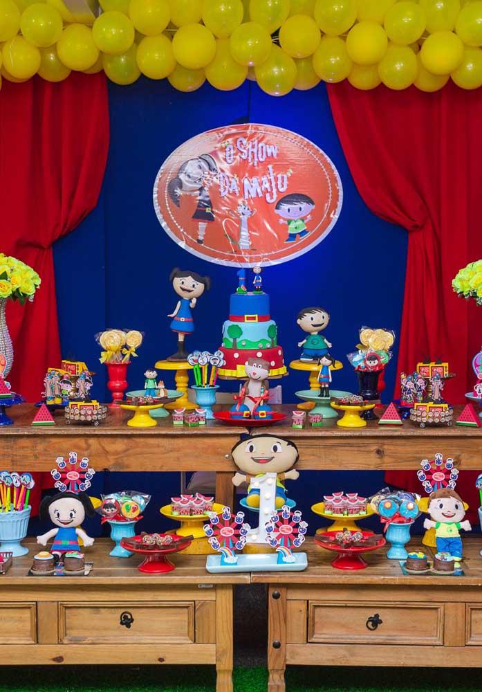 Olha que mesa fantástica da festa Show da Luna seguindo o estilo mais rústico.