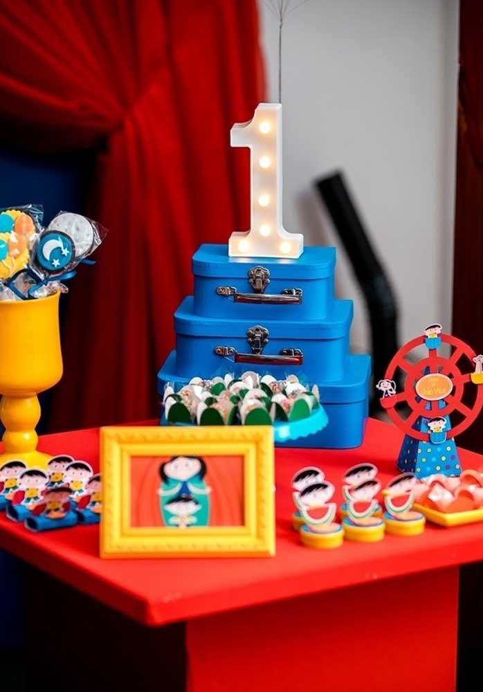 Olha que mesa mais linda para servir como decoração festa Show da Luna.