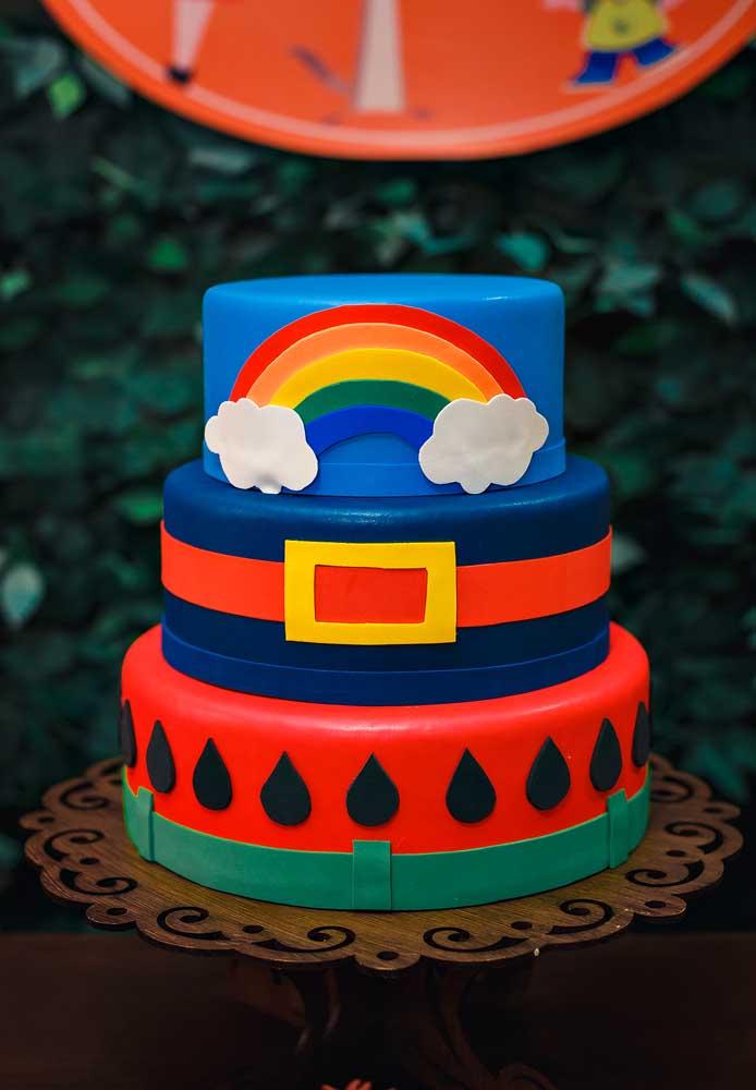 Quer fazer algo surpreendente? Prepare um bolo fake Show da Luna para colocar na mesa principal da festa.