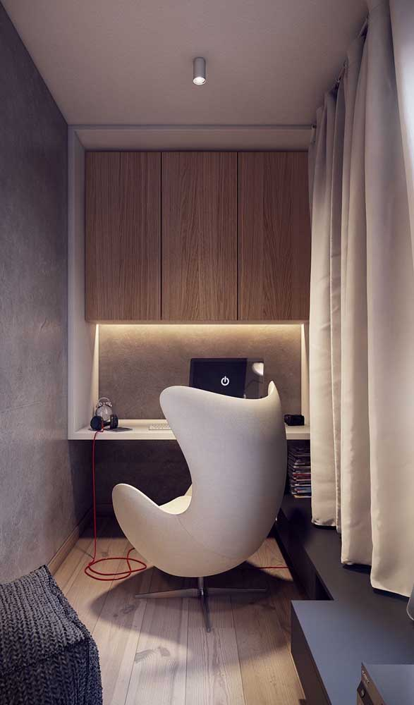 Aqui, a escrivaninha suspensa tem o formato de um nicho gigante