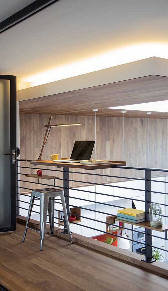 Uma escrivaninha suspensa e móvel: para você levar para onde quiser