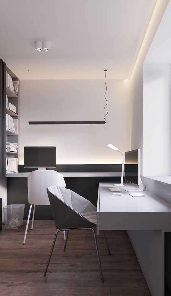 Home office com escrivaninha suspensa dos dois lados