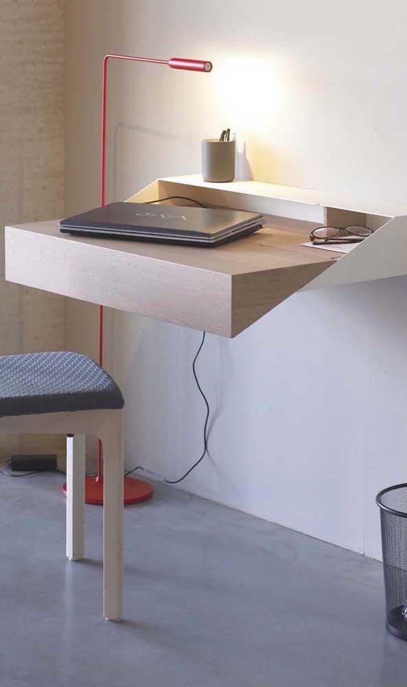 Escrivaninha suspensa simples, mas com um toque de design incrível!