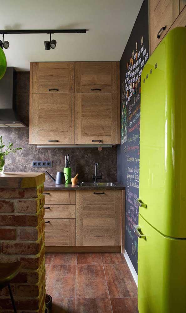 Maravilhosa essa versão de geladeira retrô em tom de verde limão! Para se apaixonar de vez!