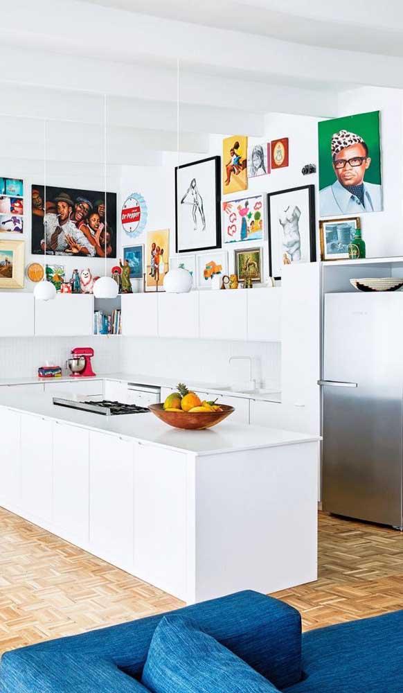 Cozinha super contemporânea decorada com geladeira retrô de inox