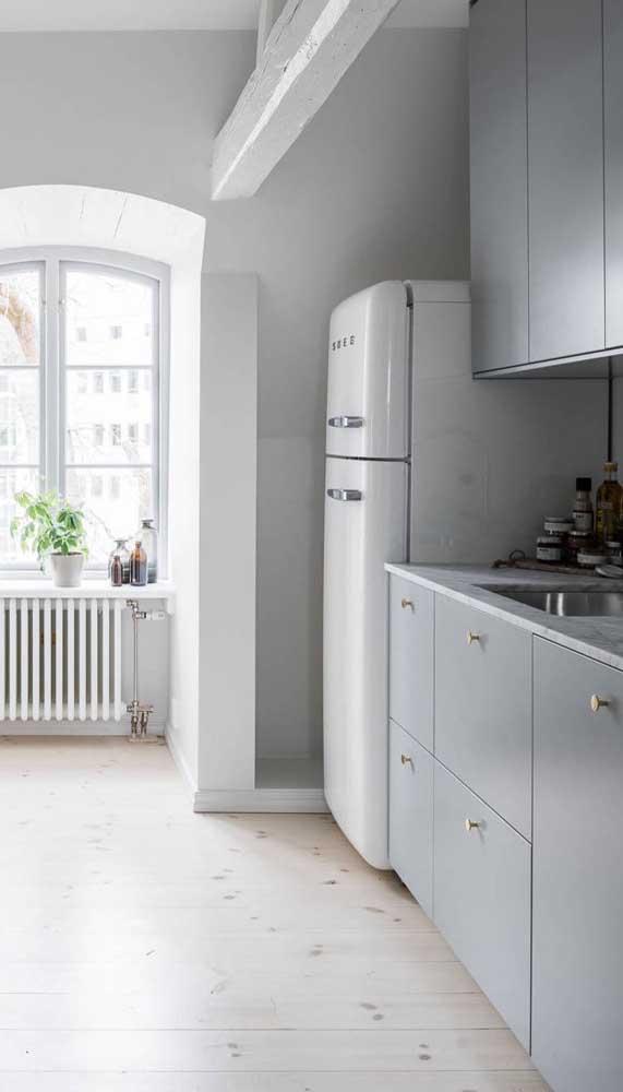 A geladeira retrô branca é a pedida ideal para decorações mais clássicas e neutras