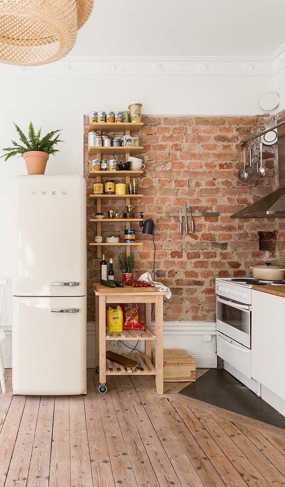 O rústico e o retrô em perfeita harmonia nessa cozinha