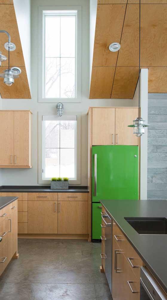 E que tal um modelo de geladeira retrô em tom de verde esmeralda?