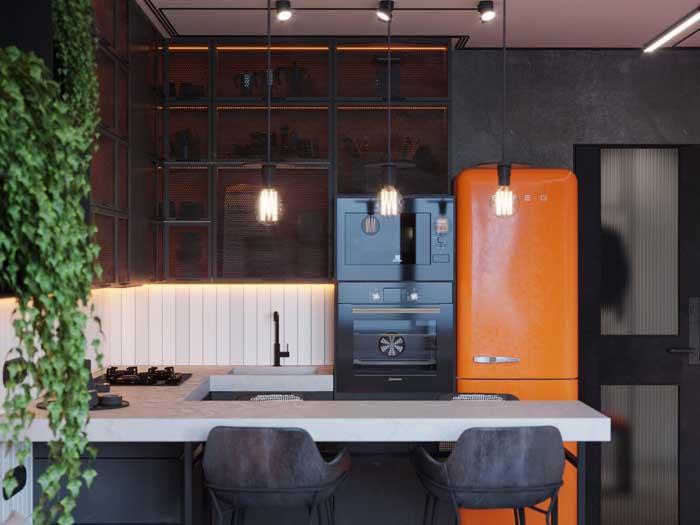 Cozinha de estilo gourmet com geladeira retrô