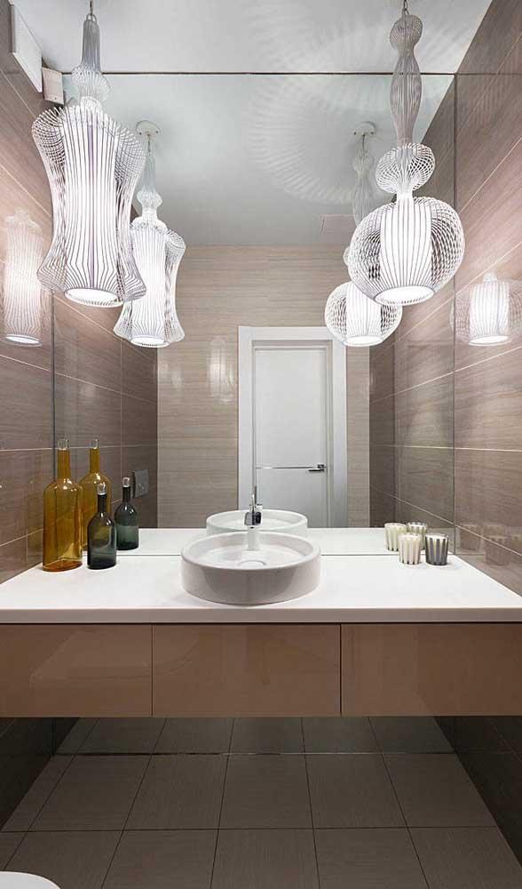 Uma dupla aramada inspiradora e super elegante nesse lavabo