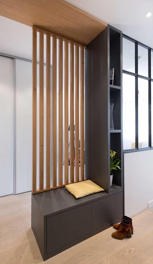 Divisória de madeira para abrilhantar o hall de entrada