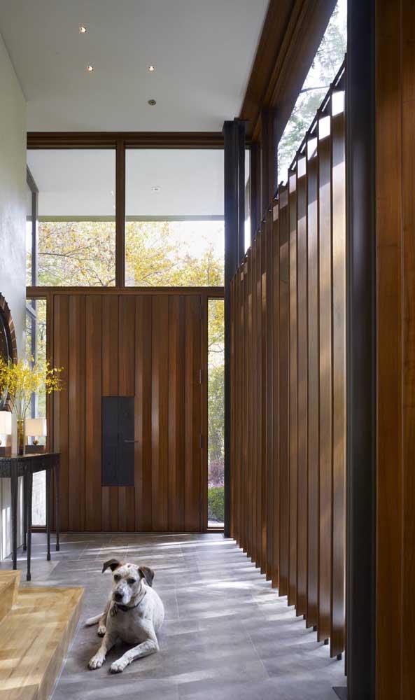 Luz e ventilação garantidas com a divisória de madeira