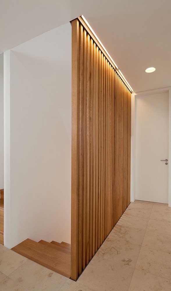 Substituir as paredes convencionais de alvenaria por divisórias de madeira é uma bela pedida