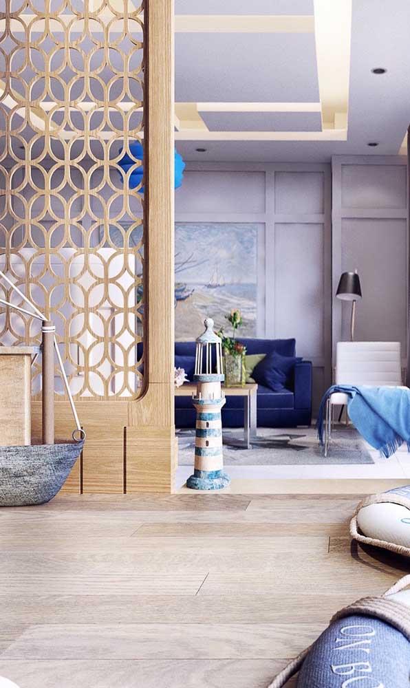 Um show de formas essa divisória de madeira na sala de estar