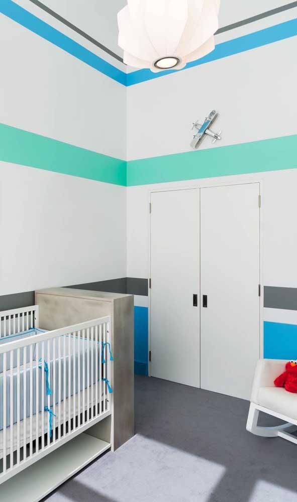 Nesse quarto infantil, as listras foram usadas de forma pontual, sem ocupar toda a parede