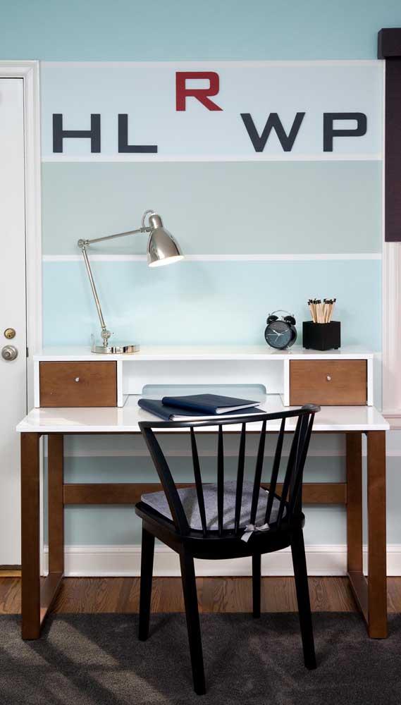 Para quartos jovens e modernos aposte em listras largas e em cores como o azul, verde e cinza
