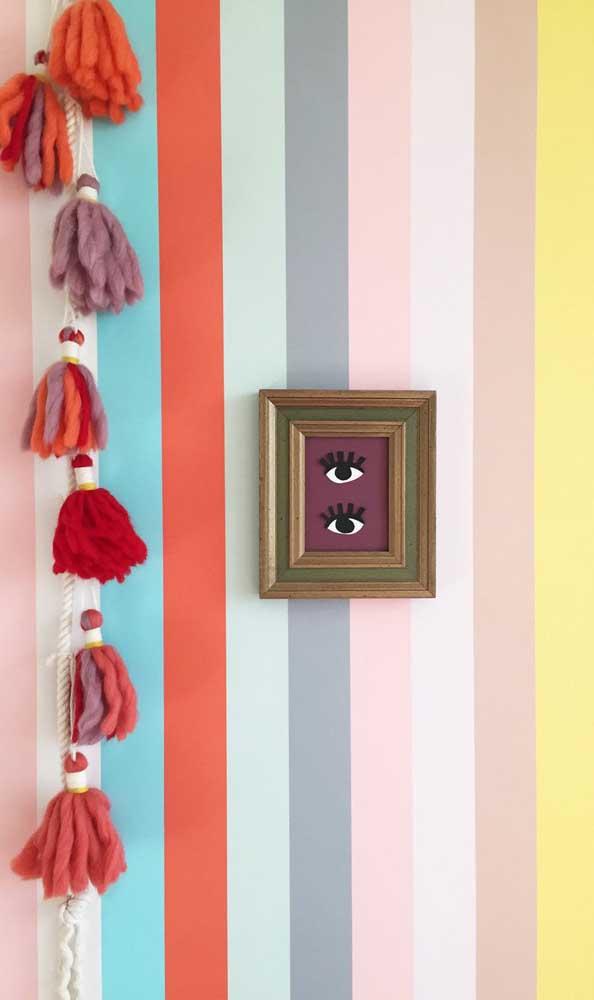 Parede listrada colorida: perfeita em ambientes despojados e contemporâneos
