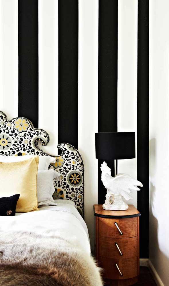 Parede listrada em preto e branco: atemporal, elegante e sofisticada