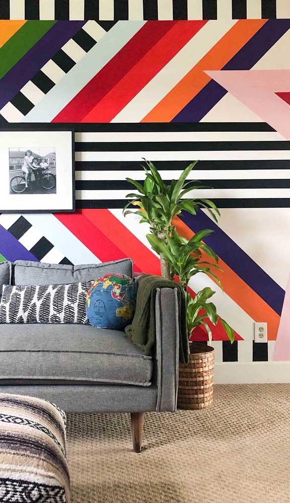 Com as cores e a proporção correta é possível chegar a um efeito visual como o dessa parede listrada
