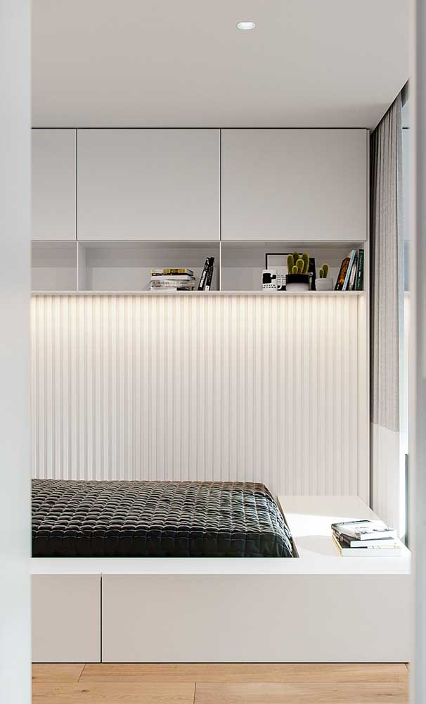 Quarto de solteiro moderno e minimalista decorado em tons de branco e preto