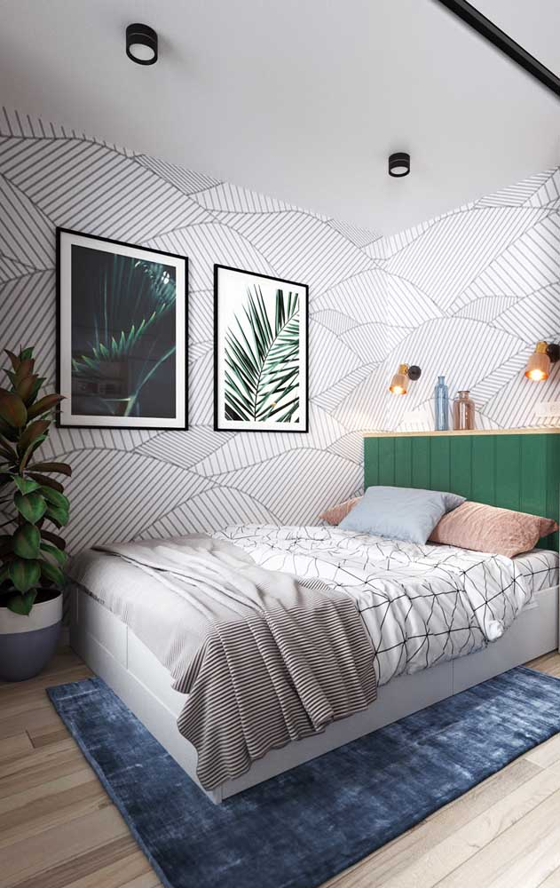 Se tiver espaço, coloque uma cama de casal no quarto de solteiro