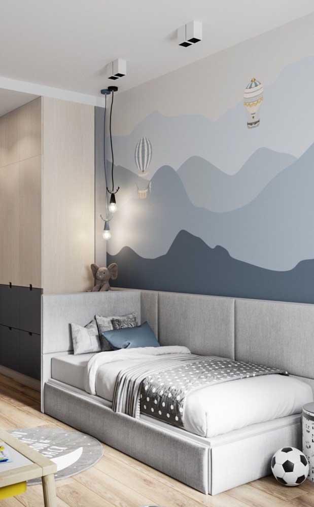 Para os quartos de solteiro infantil aposte em paredes decoradas e com pintura lúdica