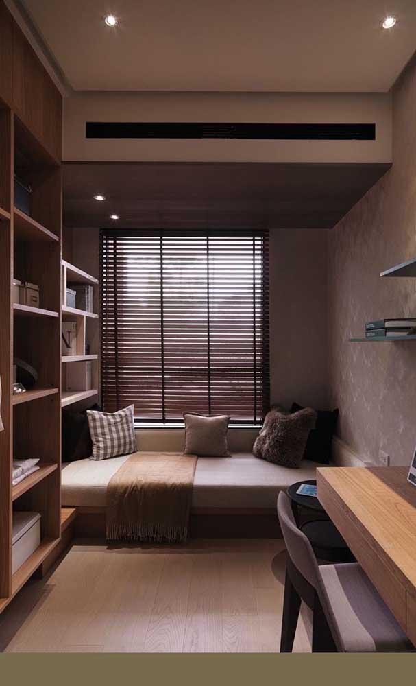 Experimente instalar prateleiras e nichos junto à cama. Dessa forma, você economiza ainda mais espaço no quarto