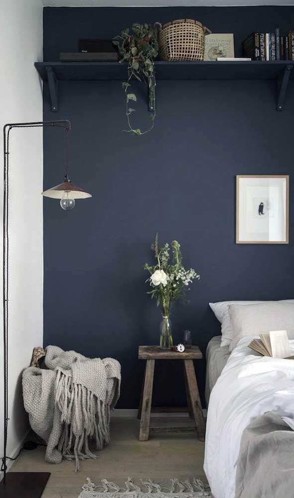 Quer um quarto de solteiro moderno e sofisticado? Então aposte nos tons de azul petróleo