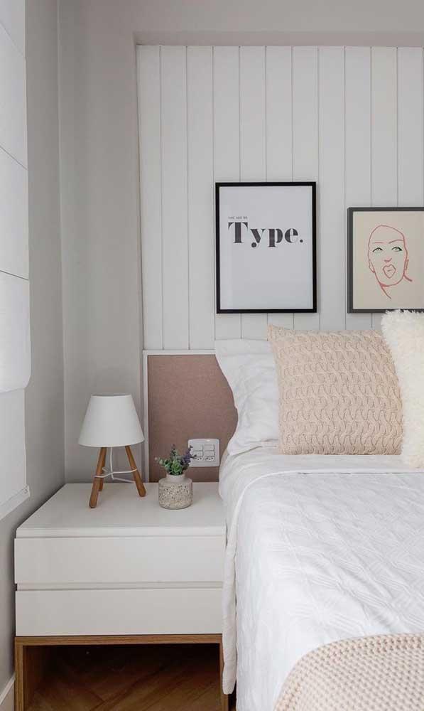 Criado-mudo com duas gavetas em branco e madeira: uma opção clássica e atemporal para quem não quer errar na decor