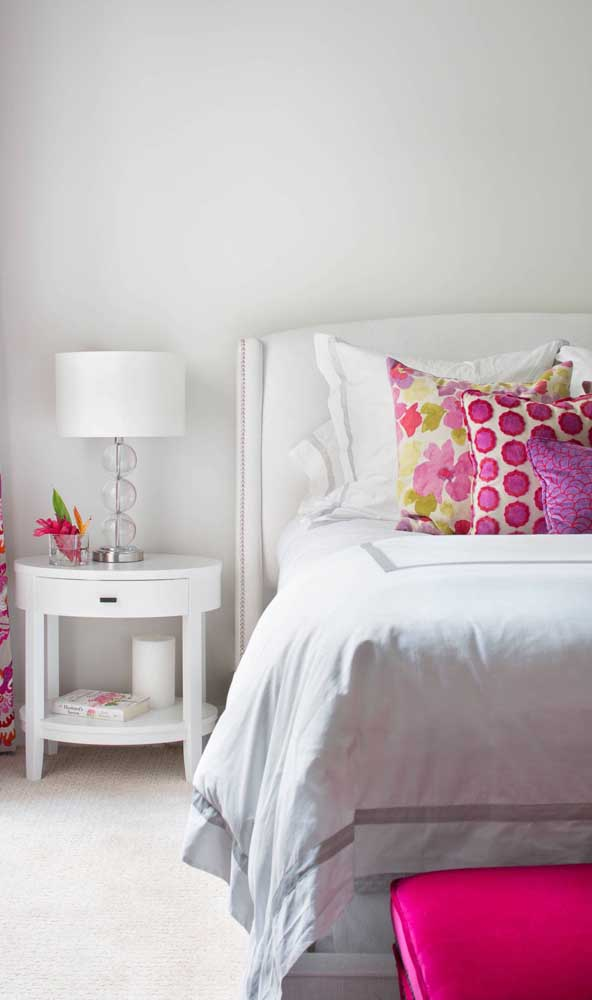 Criado-mudo redondo para os quartos espaçosos