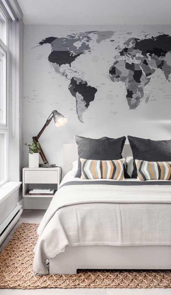 Criado-mudo branco, simples e suspenso: a melhor pedida para quartos pequenos