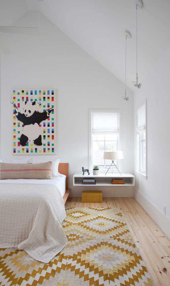 Criado-mudo suspenso projetado sob medida para atender as dimensões do quarto