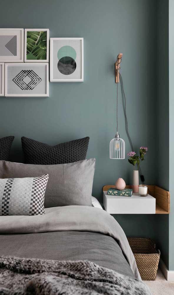 Para os quartos pequenos, o criado-mudo suspenso é a solução ideal