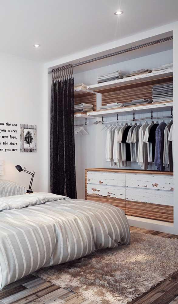Guarda-roupa aberto com cortina: um ótimo truque para quando quiser esconder tudo