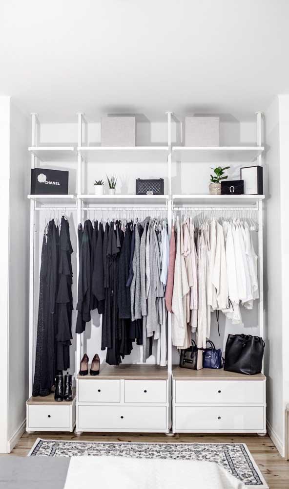 Guarda-roupa feito com peças modulares compradas prontas em home centers