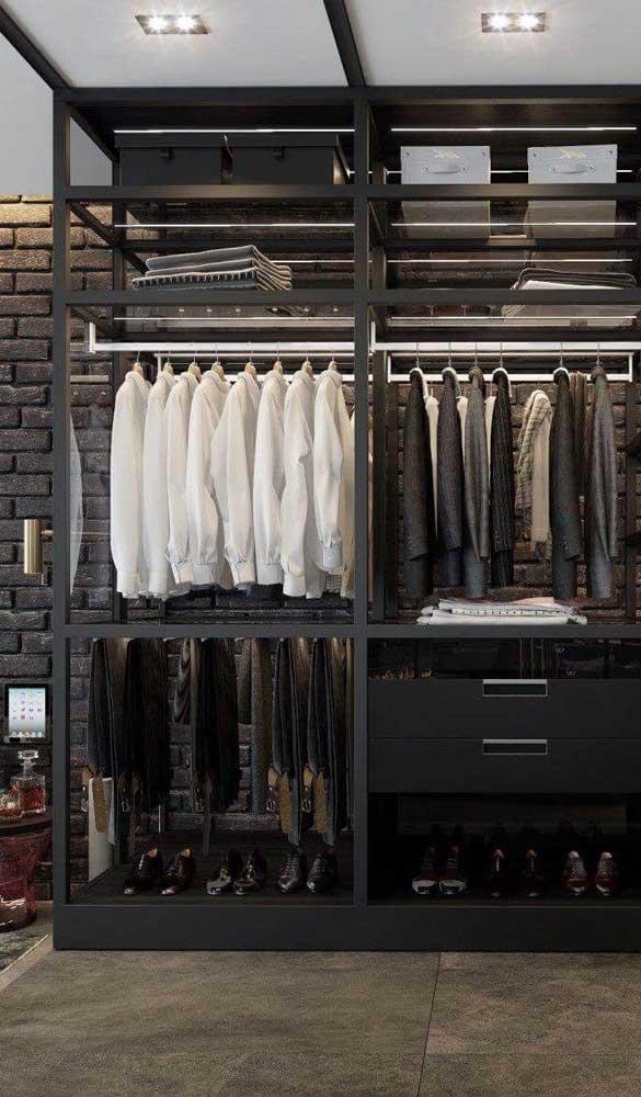 Guarda-roupa aberto masculino com um design cheio de sofisticação e elegância