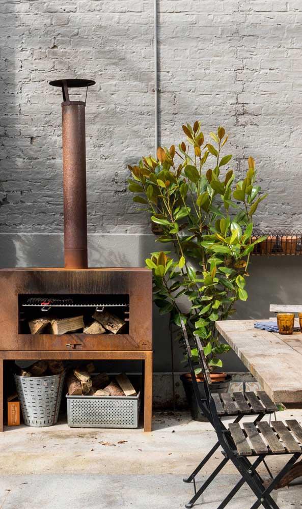 Já para uma proposta mais simples, o forno a lenha de ferro é uma boa opção