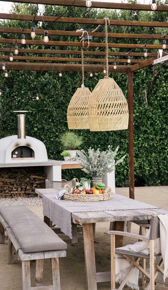 Seja para um grande evento, quanto para um almoço simples, o forno a lenha está sempre à disposição