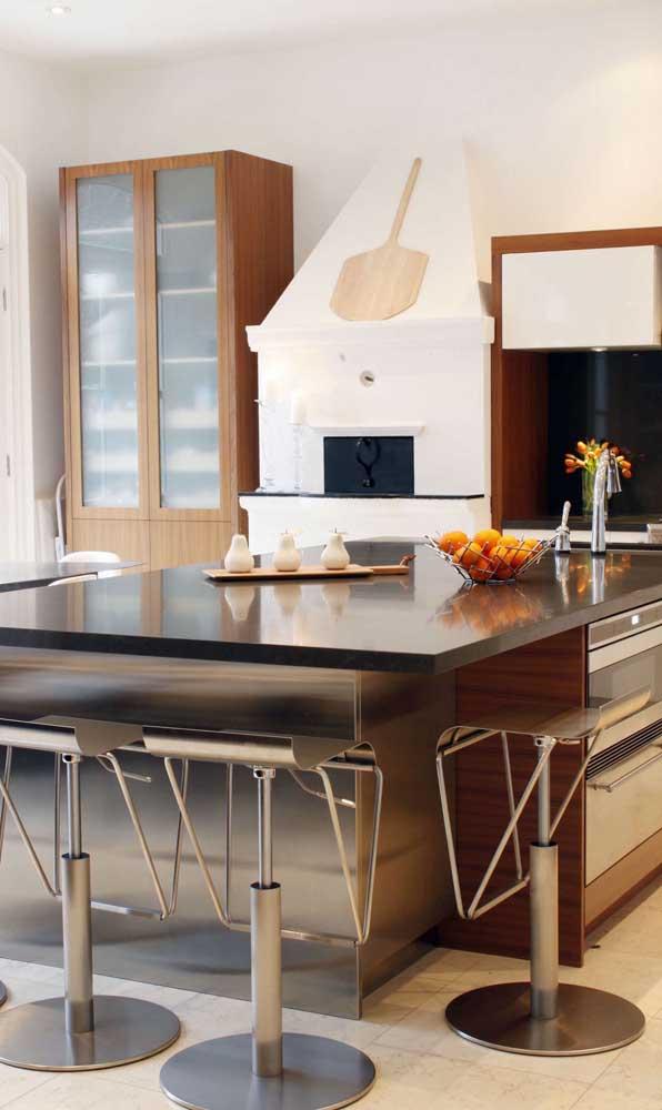 A pá usada no forno a lenha deve ficar sempre próxima e acessível