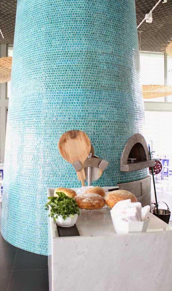 Que linda opção de revestimento para o forno a lenha! Fugindo completamente do tradicional