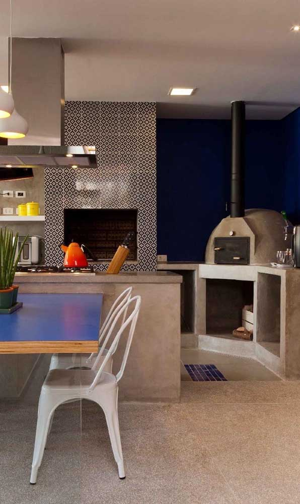O cimento queimado garante o ar moderno do forno a lenha