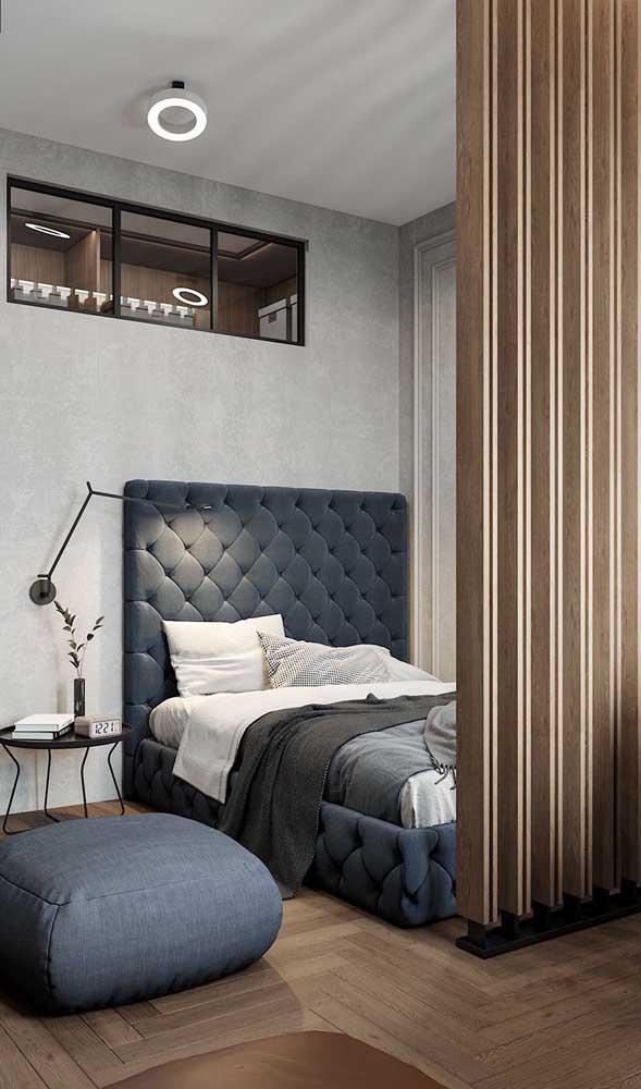 Puff com cara de almofada para esse quarto moderno e elegante