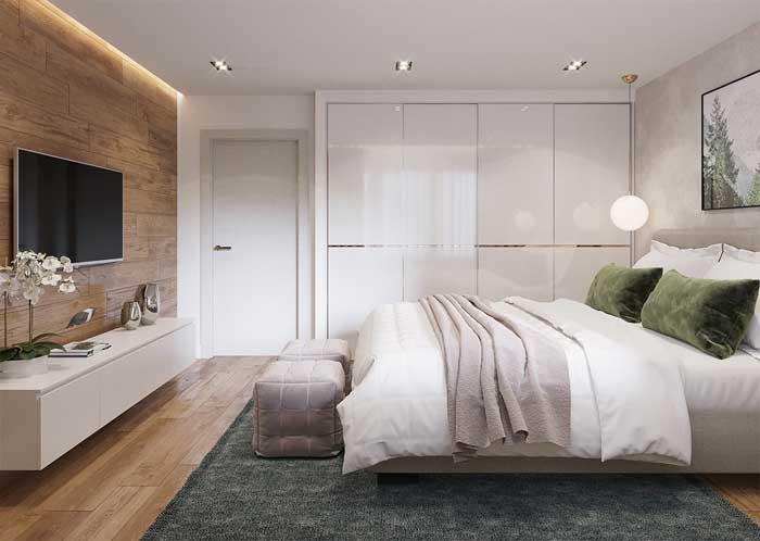 Dois puffs quadrados para decorar e deixar o quarto do casal mais aconchegante