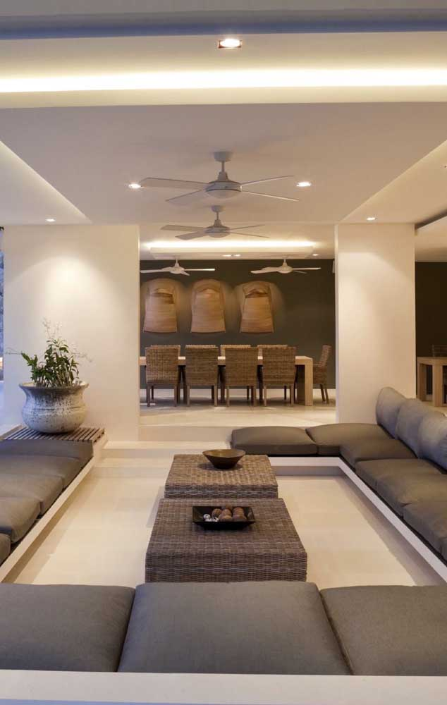 Teto e paredes de gesso nesse projeto moderno e super sofisticado