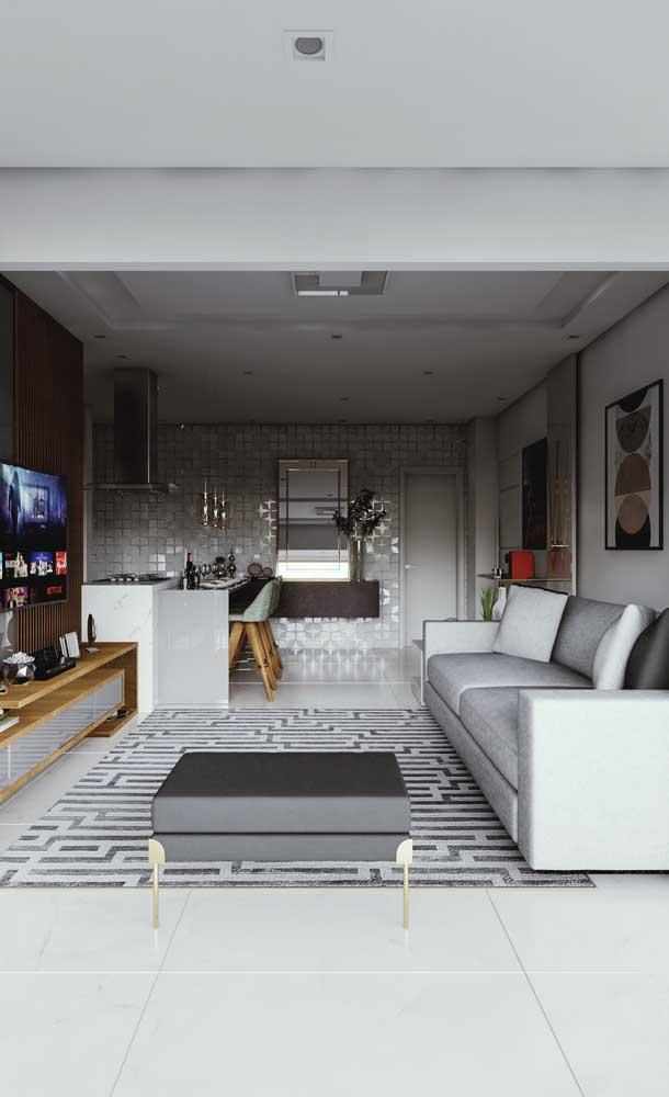 O gesso acartonado instalado no teto favorece a integração visual entre os ambientes