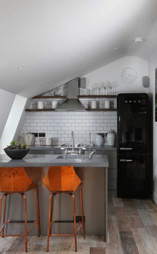 Mas é no estilo industrial que a geladeira preta arruma um jeito de se destacar ainda mais