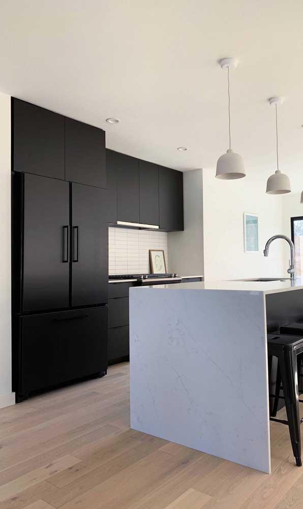 Famílias e casas grandes merecem uma geladeira preta side by side pra chamar de sua!