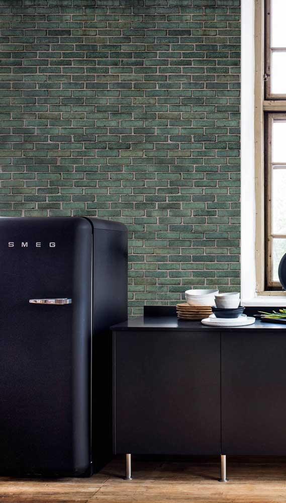 O estilo retrô chegou com tudo por aqui, começando pela geladeira preta