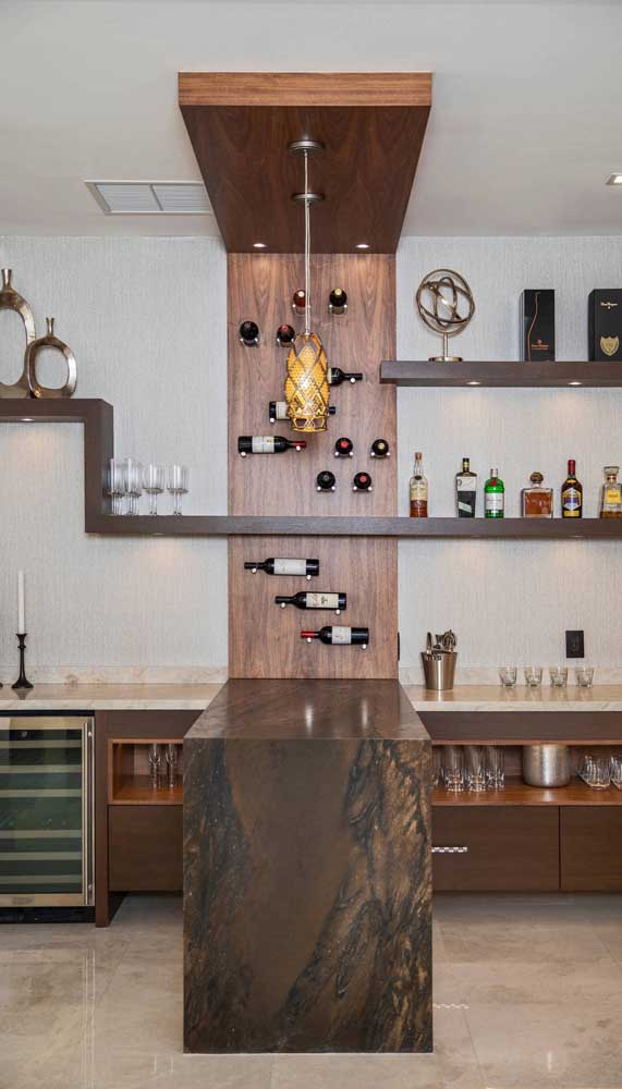 Um home bar de grandes proporções para inspirar os apaixonados por drinques