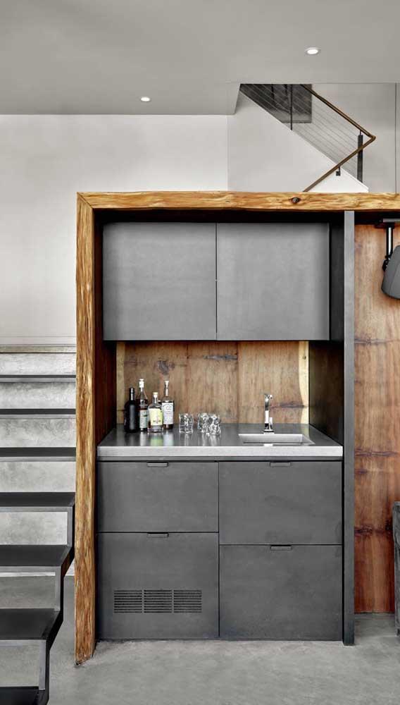 Inspiração de home bar moderno e sob medida construído embaixo da escada